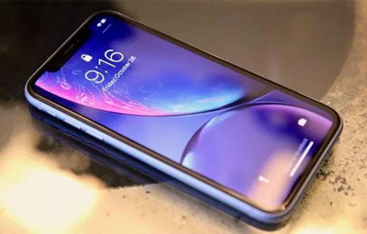 Apple впервые за 10 лет выпустила игру для iPhone, ее герой – Уоррен Баффет (фото)