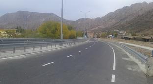 Верно, то там, то здесь идет строительство автомобильных дорог. Но этого недостаточно.