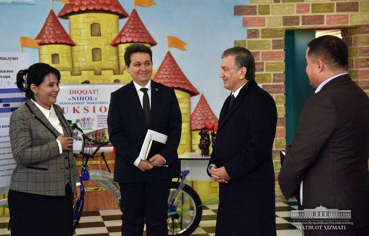 Шавкат Мирзиёев инновацион мактабга борди (фото)