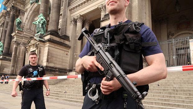 Берлин полицияси черковда жанжал кўтарган одамни ўққа тутди