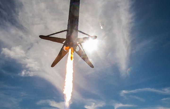 Первая ступень Falcon 9 упала в океан при возвращении