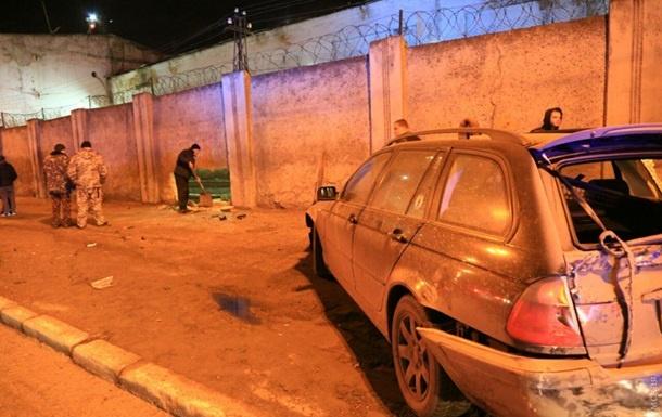 Одессада ҳалокатга учраган автомобил турма деворини бузиб юборди