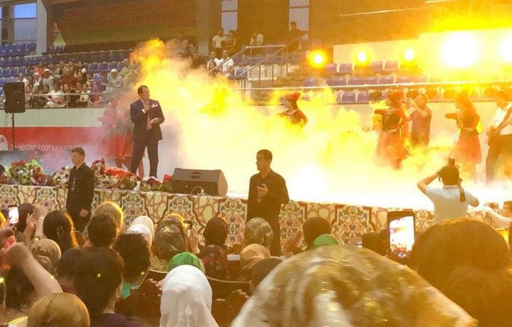 Озодбек Назарбеков Тожикистонда концерт берди (фото)