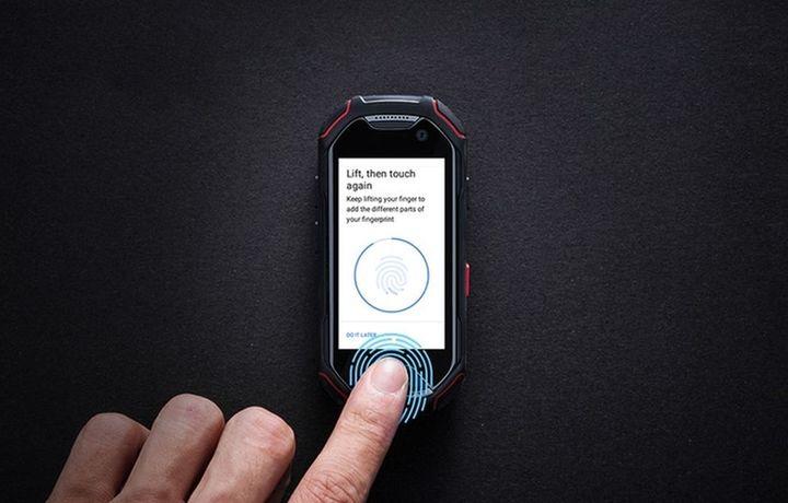 «Atom»: Сув остида ишлай оладиган дунёдаги энг митти смартфон
