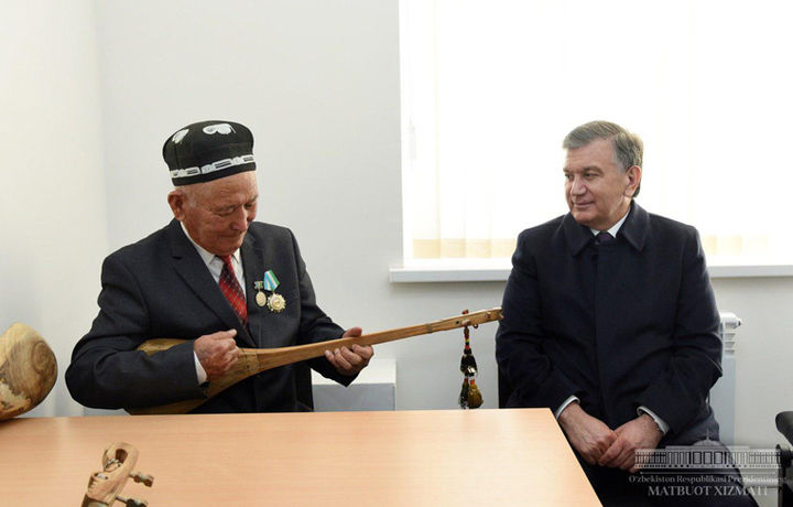 Шавкат Мирзиёев Ўзбекистон халқ бахшилари билан гаплашди