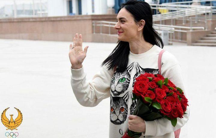 Афсонавий Елена Исинбаева Тошкентга келди (фото)
