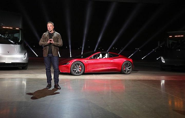 Илон Маск решил увеличить свою долю в Tesla