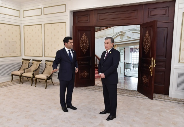 Президент Шавкат Мирзиёев Ўзбекистоннинг Хитойдаги элчихонасини бориб кўрди