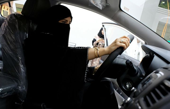 Женщинам в Саудовской Аравии начали выдавать водительские права