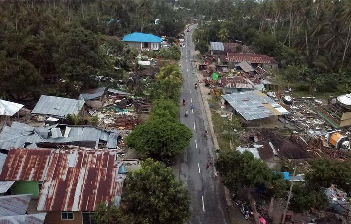 Число жертв землетрясения в Индонезии достигло 2073