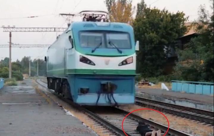 Обуначилар йиғиш учун поезд тагига ўзини ташлаган блогер қандай жазоланади?