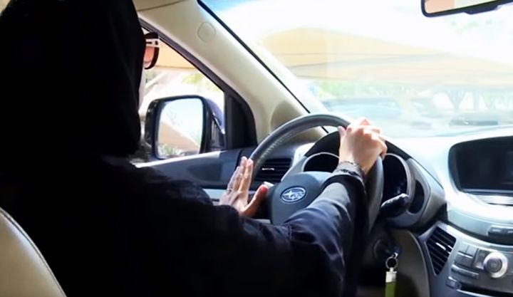 Саудия Арабистонида аёллар ҳайдовчилик курсларида ўқишни бошлашди (видео)
