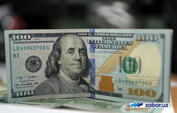Доллар курси 8300 сўмдан ошди