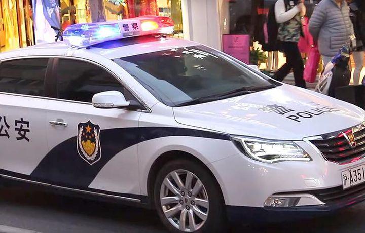 Мужчина напал на начальную школу и ранил 20 детей в Пекине